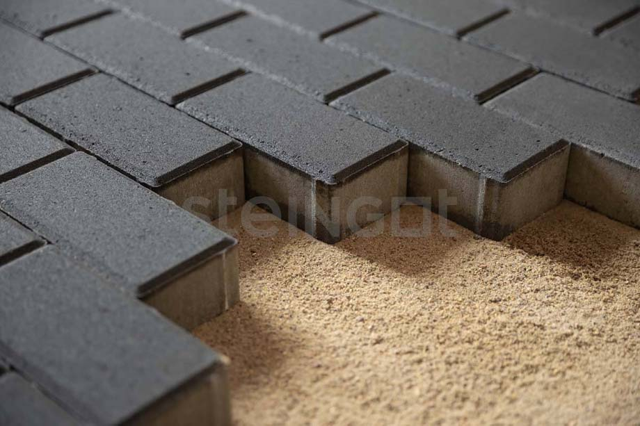 Тротуарная плитка Брусчатка 200*100*60 мм. Черная (верхний прокрас, минифаска)