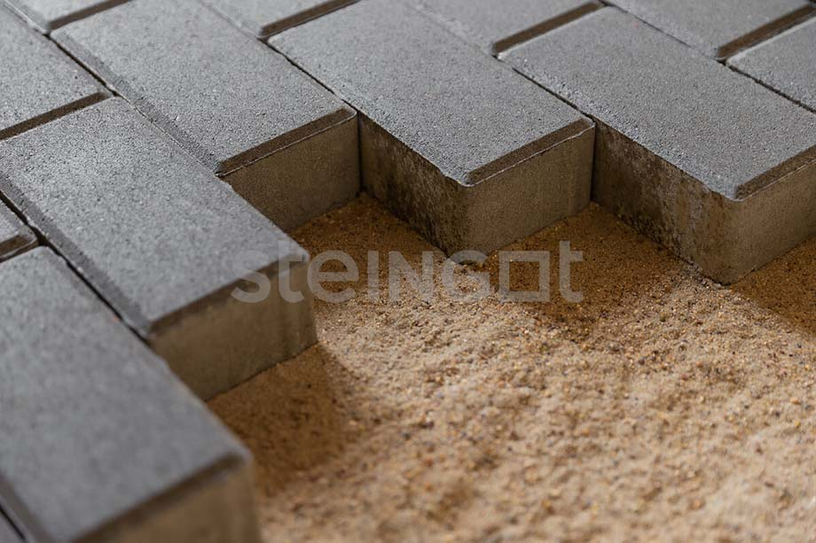Тротуарная плитка Брусчатка 200*100*40 мм. Темно-коричневая (верхний прокрас, минифаска)
