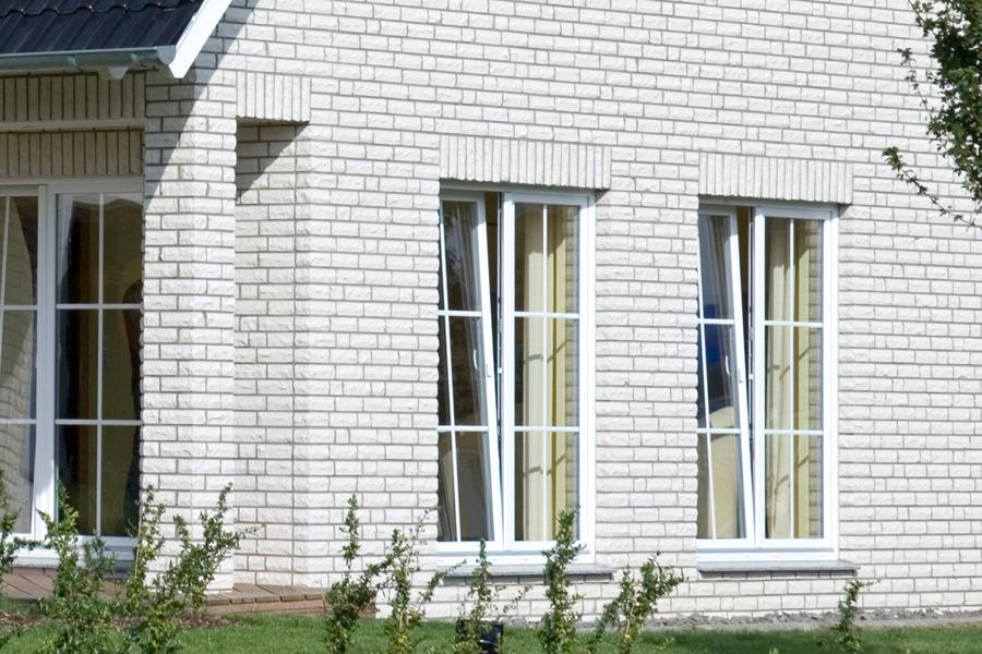Клинкерный облицовочный кирпич Roben Quebec perlweis bossiert NF, 240x105x71