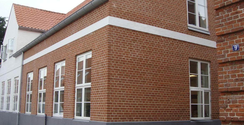 Облицовочный кирпич ручной формовки Randers Tegl RT 483 altrot handstrichziegel