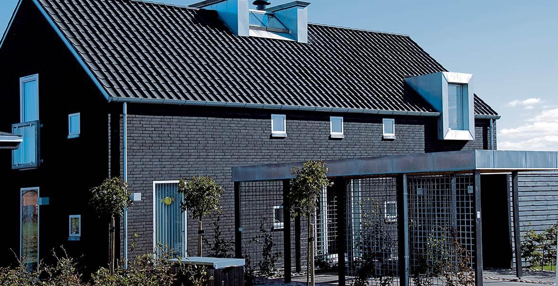 Облицовочный кирпич ручной формовки Randers Tegl RT 520 Negro mit Kohle handstrichziegel